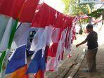 nana-pedagang-bendera-musiman-asal-bandung.jpg