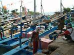 nelayan-mengeluh-ikan-di-laut-selatan-sukabumi-sulit-didapat-gara-gara-banyak-rumpon.jpg