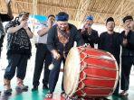 oded-m-danial-dalam-acara-festival-kesenian-benjang-2017_20171108_175613.jpg