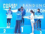 olivia-sadi-35-saat-dianugerahi-medali-dalam-acara-bandung-west-java-marathon_20170730_121055.jpg