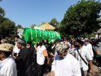 orang-yang-mengantar-pemakaman-sultan-sepuh-xiv-pra-arief-natadingrat.jpg
