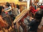 pameran-batik-di-bandung-1_20160227_193142.jpg