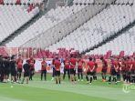 para-pemain-bali-united-mengikuti-sesi-latihan-di-stadion-utama-gelora-bung-karno.jpg