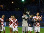 para-pemain-kroasia-bertepuk-tangan-setelah-memenangkan-pertandingan.jpg