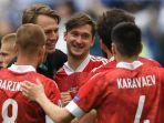 para-pemain-rusia-merayakan-kemenangan-pertama-yang-didapat-di-piala-eropa-2020.jpg