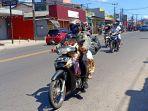 para-pengendara-sedang-melintas-di-jalan-raya-cinunuk-kabupaten-bandung.jpg