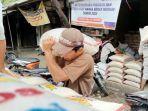 pedagang-beras-di-pasar-baru-indramayu-jumat-11122020.jpg