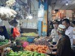pedagang-di-pasar-johar-karawang-keluhkan-stok-bawang-hingga-cabai-yang-mulai-berkurang.jpg