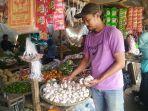 pedagang-pasar-majalaya-bawang-putih.jpg