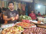 pedagang-sayuran-di-pasar-pelita-sukabumi.jpg