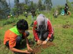 peduli-lingkungan-mahasiswa-_-gunung-manglayang-3_20151226_192106.jpg