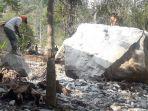 pekerja-memecahkan-batu-200-ton.jpg