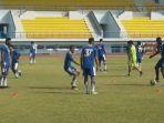 pemain-persib-bandung-tengah-berlatih-di-stadion-sport-jabar-arcamanik_20180719_195400.jpg