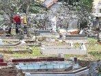 pemakaman-jenazah-pasien-terduga-kena-virus-corona-di-purwakarta_2.jpg