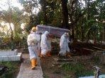 pemakaman-pasien-covid-19-di-kabupaten-sumedang.jpg