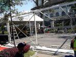 pemasangan-tenda-di-jalan-diponegoro-untuk-persiapan-acara-ngopi-saraosna_20180510_113950.jpg