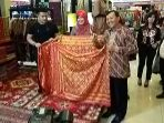 pemeran-galaseni-batik-2018-dibuka-sekda-jabar-iwa-karniwa-1_20180131_192248.jpg