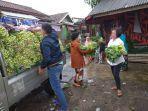 pemuda-tani-indonesia-sukabumi-melakukan-bagi-bagi-1-ton-caisim.jpg