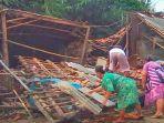 penampakan-rumah-yang-ambruk-di-desa-karanghegar-pabuaran-subang.jpg