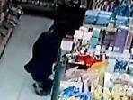 pencurian-di-minimarket-terekam-cctv.jpg