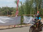 pengguna-jalan-tampak-melewati-jalan-rusak-di-jalan-raya-cipaku_20180911_201333.jpg