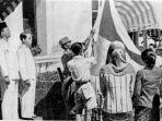 pengibaran-bendera-pusaka-indonesia_20170823_114233.jpg