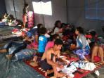 pengungsi-banjir-bandang-cimanggung_20160414_123922.jpg