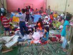 pengungsi-memilih-baju_20161119_134049.jpg