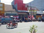 penjual-bendera-merah-putih-di-kosambi-kota-bandung.jpg