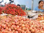 penjual-cabai-merah-saat-menjajakan-dagangannya-di-pasar-pagi.jpg