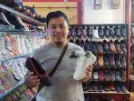 penjual-sepatu-di-pasar-baru-yusup-supratman-31.jpg