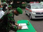 penyerahan-satu-unit-mobil-ambulans-kodim-0617-majalengka.jpg