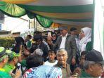 peserta-gerak-jalan-bersalaman-dan-berfoto-bersama-deddy-mizwar-di-jalan-pungkur_20170921_094414.jpg