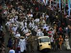 peserta-parade-asia-afrika-melintas-asia-afrika_bukbis_20150425_160548.jpg