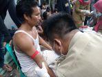 petugas-dinas-kesehatan-kabupaten-cirebon-mengambil-sampel-darah-pekerja-pabrik_20171219_161900.jpg