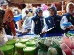 petugas-dppkp-sidak-bahan-makanan-takjil-di-pasar-kanoman_20180531_100558.jpg