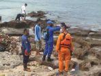 petugas-gabungan-melanjutkan-pencarian-korban-tenggelam-di-pantai-santolo.jpg