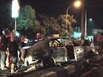 petugas-inafis-polres-cirebon-kota-saat-melakukan-olah-tkp-mobil-yang-terbakar.jpg