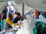 petugas-medis-melakukan-rapid-test-di-pasar-tradisional-kuningan.jpg