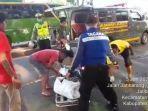 petugas-saat-mengevakuasi-korban-kecelakaan-maut-di-jalur-pantura.jpg