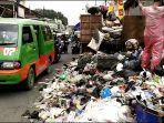 petugas-truk-sampah.jpg