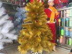 pohon-natal-berwarna-gold-emas_20171218_160535.jpg