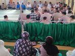 polisi-dan-mahasiswa-salat-gaib-di-masjid-polres-sumedang-3092019.jpg