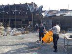polisi-menemukan-jenazah-korban-kebakaran-pabrik-kembang-api-pabrik-petasan_20171030_185659.jpg