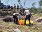 polisi-mengidentifikasi-jenazah-seorang-pria-yang-dibakar-massa.jpg