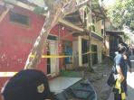 polisi-segel-rumah-terduga-teroris-di-dayeuhkolot_20170526_132102.jpg