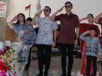 pose-hormat-keluarga-sby-di-makam-ani-yudhoyono.jpg