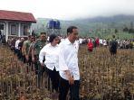 presiden-joko-widodo-didampingi-menteri-lingkungan-hidup-dan-kehutanan-siti-nurbaya-bakar_20180222_124244.jpg