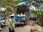 proses-evakuasi-bus-maut-di-kecamatan-cikidang-kabupaten-sukabumi-minggu-992018_20180909_124218.jpg