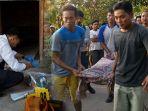proses-evakuasi-jenazah-tarsewi-yang-ditemukan-meninggal-dunia_20180710_163321.jpg